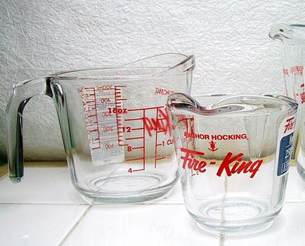 耐熱ガラスの「Fire King メジャーカップ」2名様にプレゼント